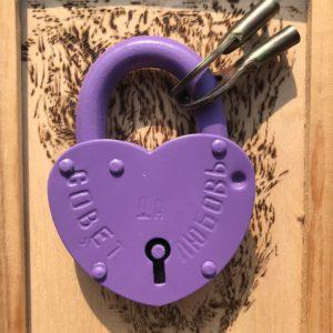 Свадебный замок с гравировкой, фиолетовый