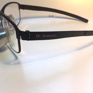 Гравировка на медицинских очках